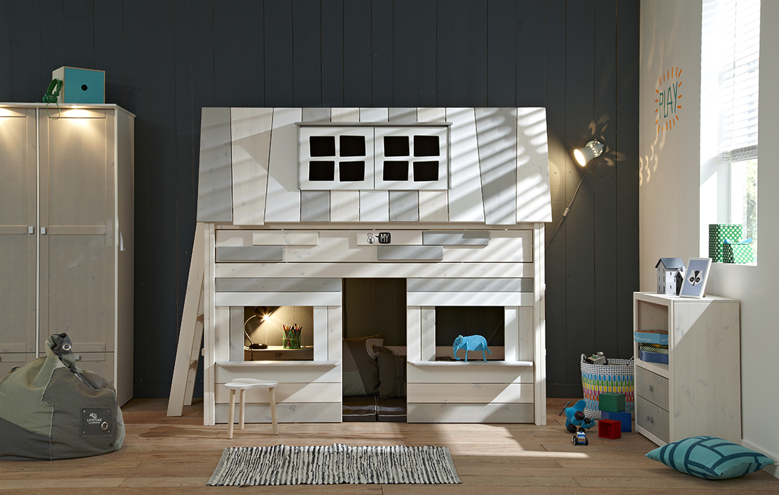 Letto hangout su un letto altezza media for Case moderne sotto 2000 piedi quadrati