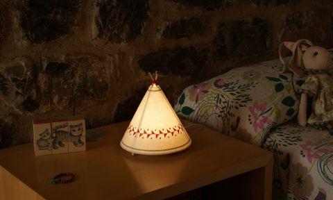 Lampada da Tavolo Teepee Rosso