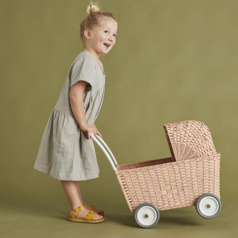 Strolley in rose wicker from Olli ella :: Baby Bottega